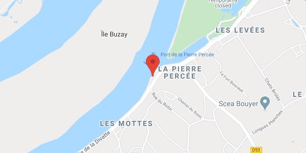 L'ERRE SAUVAGE  est une Toue Cabanée inspirée des bateaux à fond plat typiques de la Loire.